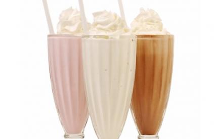 Безалкогольный коктейль Молочно-клубничный